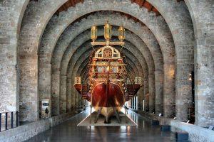 binnen in het maritiem museum in barcelona
