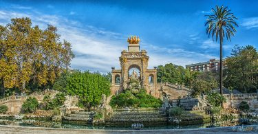 vijver met beelden in ciutadella park