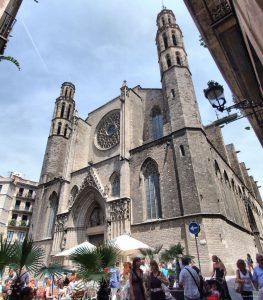 people on square looking at church santa maria del mar barcelona