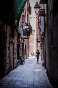 steegje in el gotico in barcelona