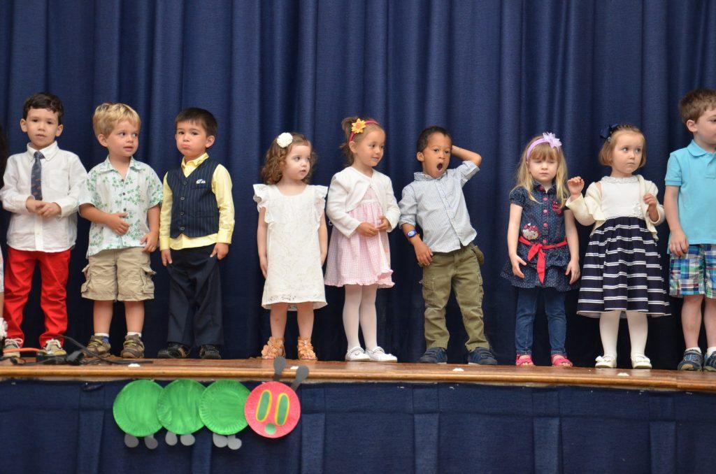 kinderen op het podium