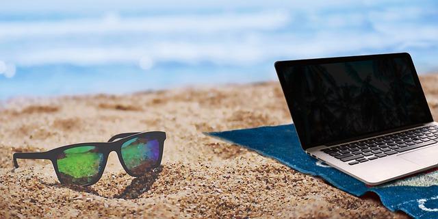 laptop op het strand