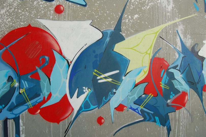 moderne graffiti kunst met blauw en rood