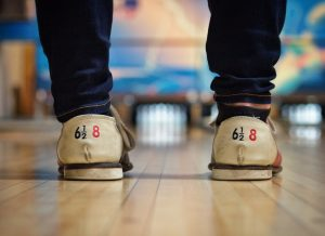 bowlingschoenen op bowlingbaan