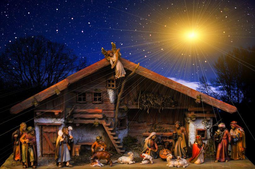 kerststal van buiten gezien