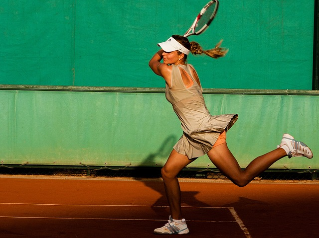 dame speelt tennis