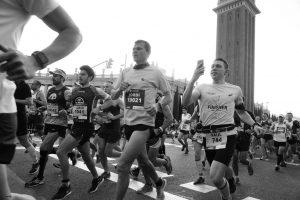 hardlopers tijdens marathon barcelona