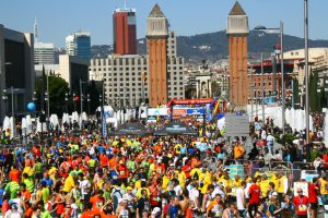 hardlopers bij placa espana tijdens marathon barcelona