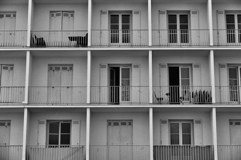 appartementencomplex met balkons