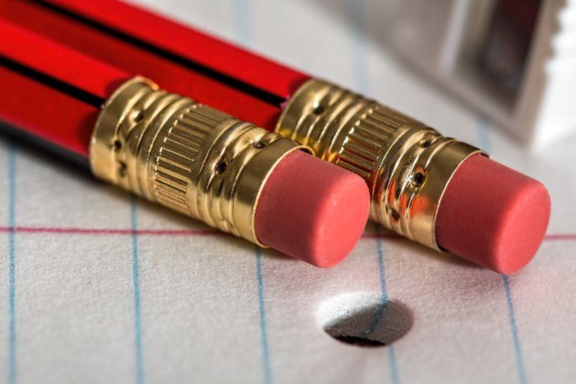 twee potloden op papier