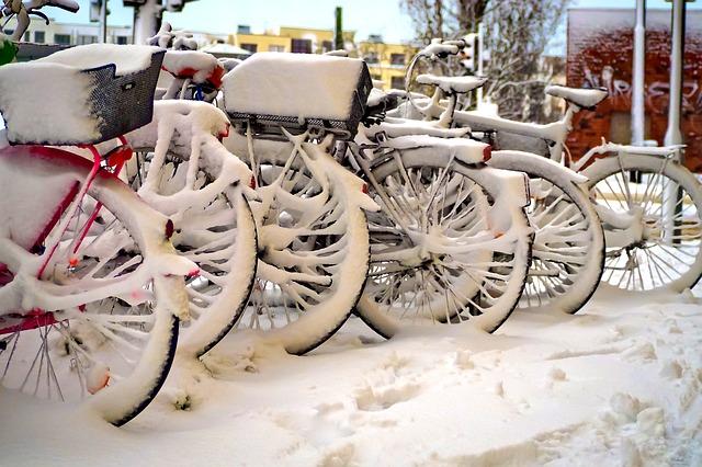 fietsen met sneeuw
