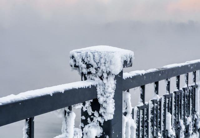 balustrade met sneeuw