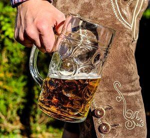 lederhosen met grote pul bier
