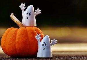 pompoen en twee witte spookjes