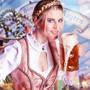 dame in beierse kledij met groot bier tijdens oktoberfest