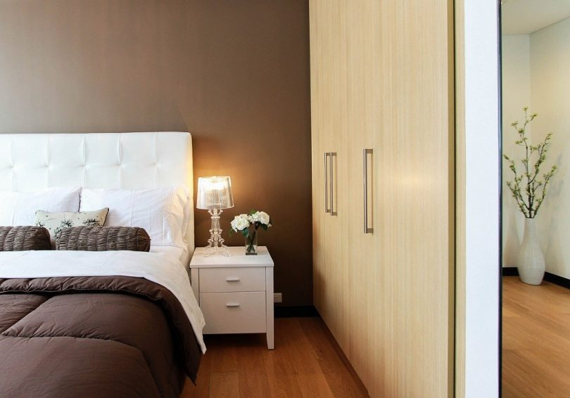 slaapkamer in aardetinten