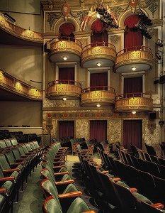 oud theater met balkons