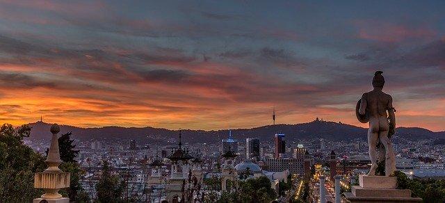 wijk Vallcarca bij ondergaande zon