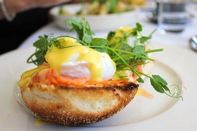 eggs Benedict met spinazie