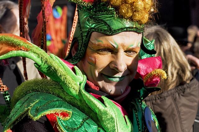 clown in groen en geschminkt