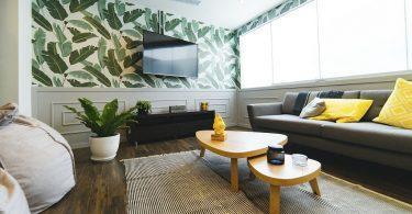 woonkamer met tropisch behang