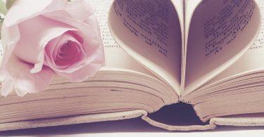 roos met boek in hartvorm