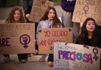 protest door jonge vrouwen