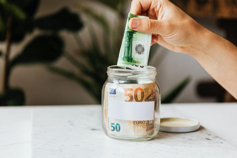 huur innen - briefgeld in glazen pot