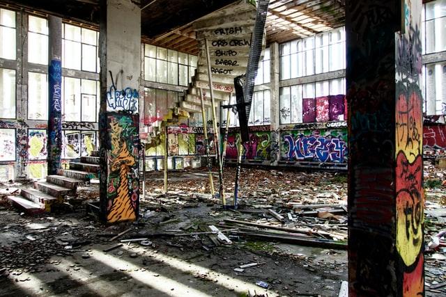 krakers in je huis met graffiti