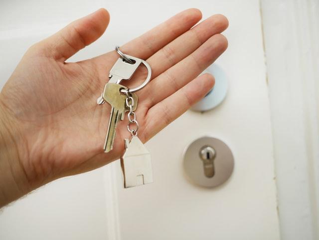 sleutels in de hand