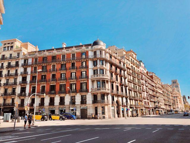 groot blok appartementen in Barcelona