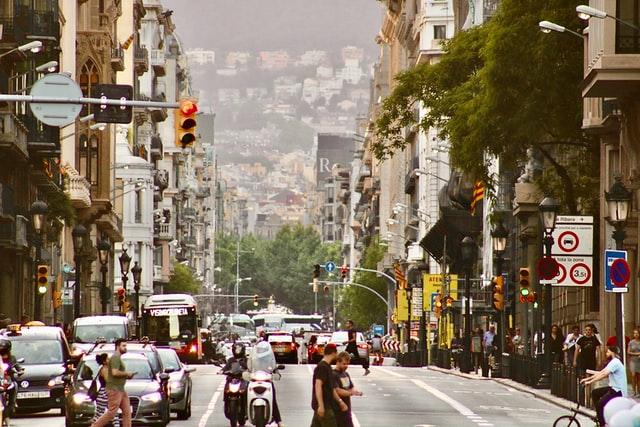 drukke straat in barcelona